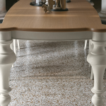 Masivna, lesena miza