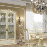 Stilna Miza Antična Bela Zlata Vitrina